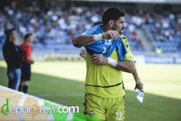 Roberto se prepara para sustituir a Dani Hernández. (SAN ACOSTA)