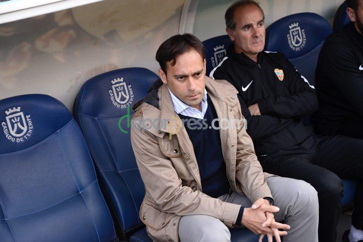 Queda libre uno de los entrenadores de Víctor Moreno