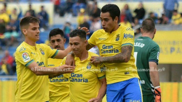 Las Palmas evita la caída del Tenerife