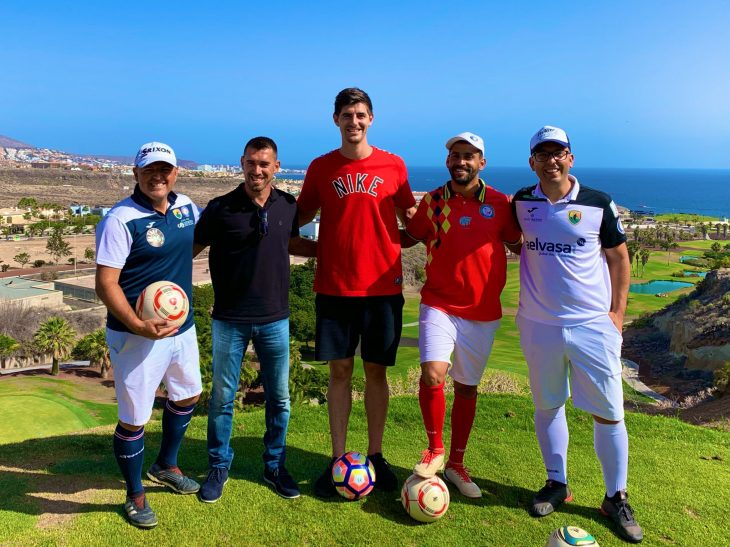 El portero del Real Madrid disfruta del FootGolf en Adeje