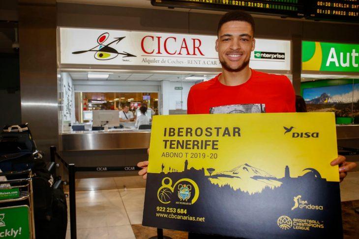 El Tenerife aprueba en su estreno en casa
