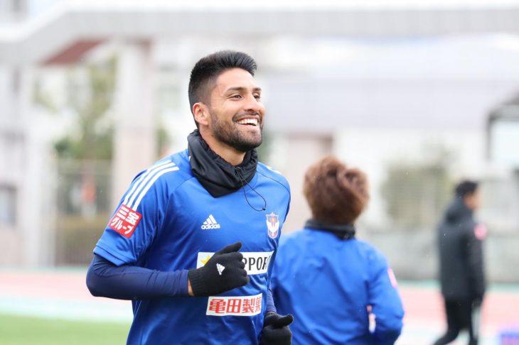 Dos Santos ya disfruta en Japón