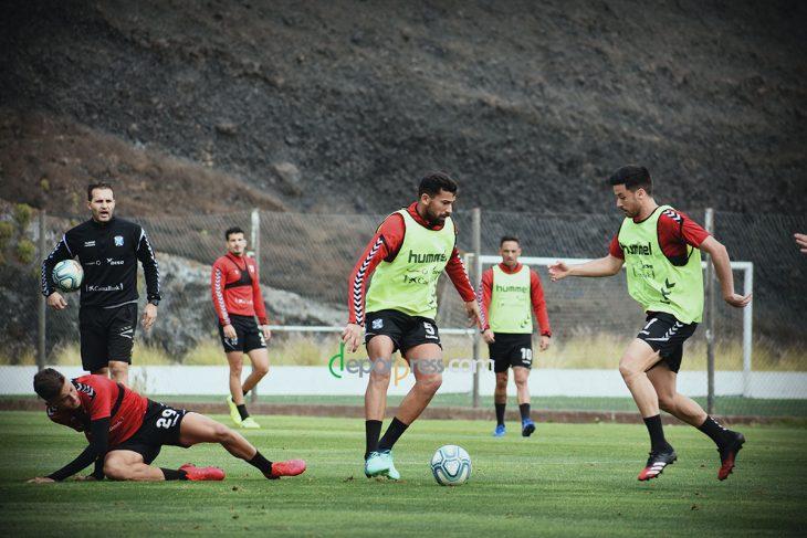 El Tenerife suspende toda su actividad