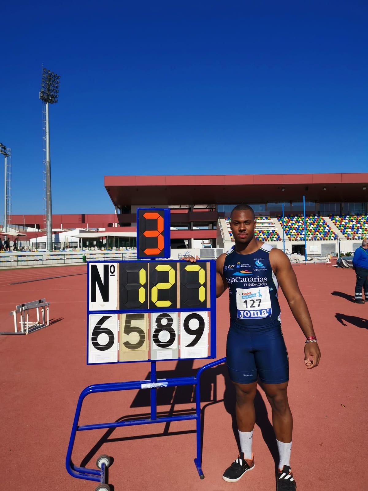 Yasiel Sotero vuelve a batir su récord nacional