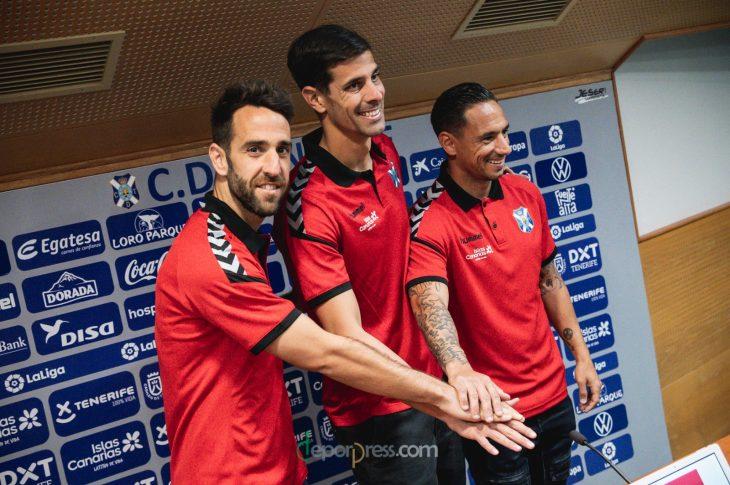 Carlos Ruiz, Dani Hernández y Suso Santana celebran su renovación con el CD Tenerife para la temporada 2020/21 (Sanacosta).