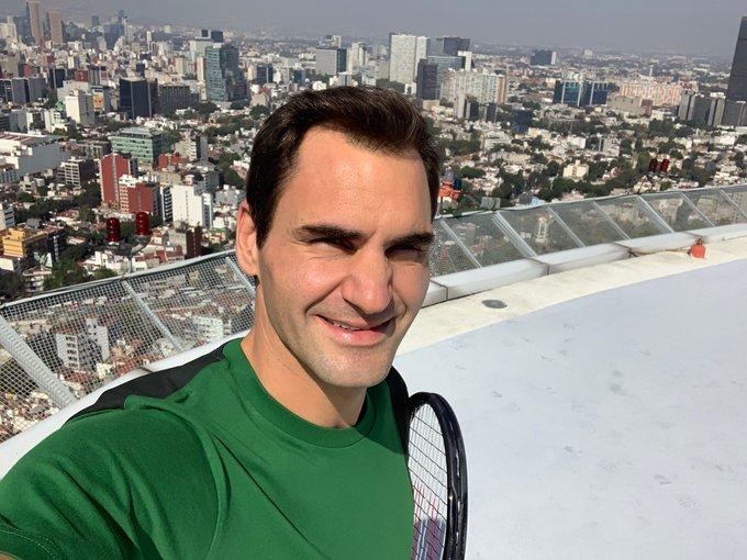 Roger Federer entrena en el frontón de su casa y bajo la nieve