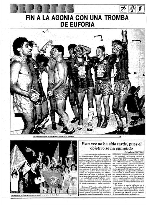Los jugadores del Tenerife celebran la permanencia en las duchas del vestuario visitante de Riazor (Diario de Avisos).