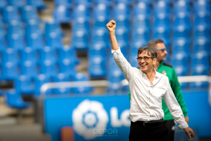 Fernando Vázquez celebra el triunfo del Deportivo este sábado ante la Ponferradina (@RCDeportivo).
